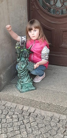 Dwarf Hunting in Wroclaw Lady Liberty.
